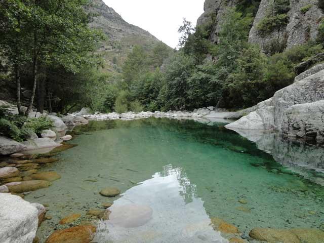Villa ghiatone chambres d 39 hotes en corse du sud la montagne - Piscine naturelle corse ...